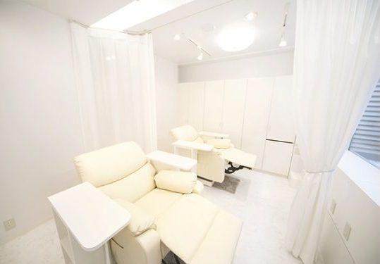 Eyelash Main room & make space